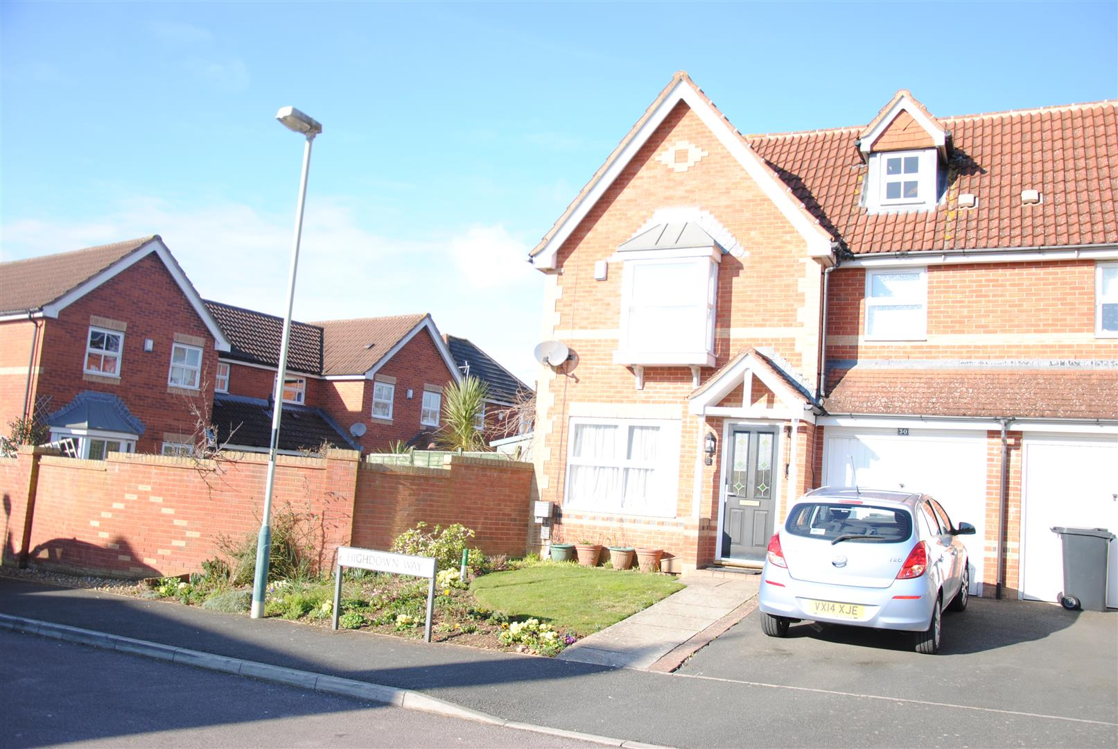 3 Bedrooms End Of Terrace House for sale in Highdown Way, St Andrews Ridge, Swindon